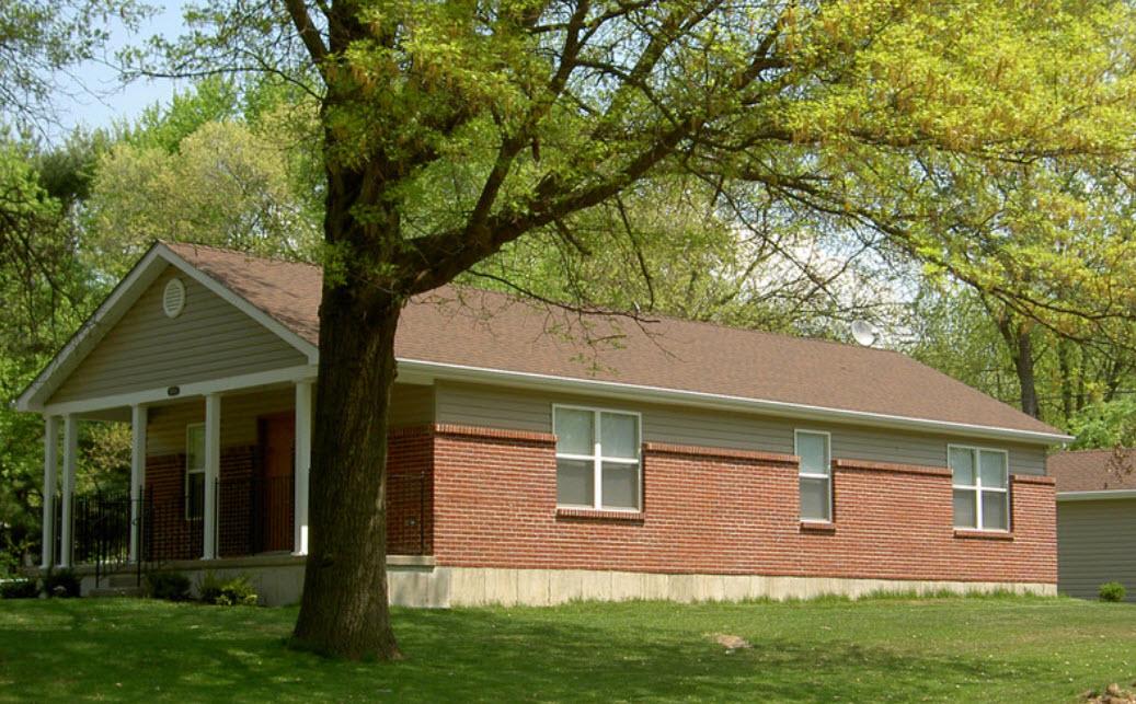 дом одноэтажный с отделкой из кирпича