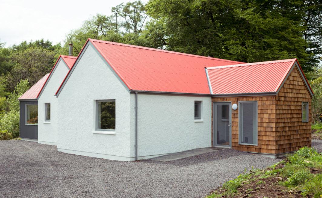 загородный дом с красной крышей