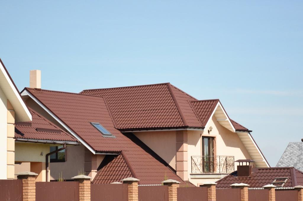 можете прочитать фото крыши домов из металлочерепицы монтеррей снимках