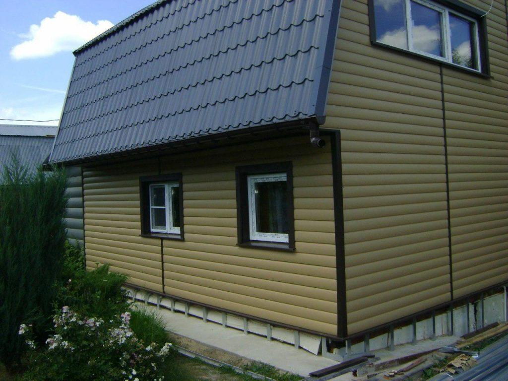 это фото отделки домов сайдингом карельский брус стиле кэжуал визажистом