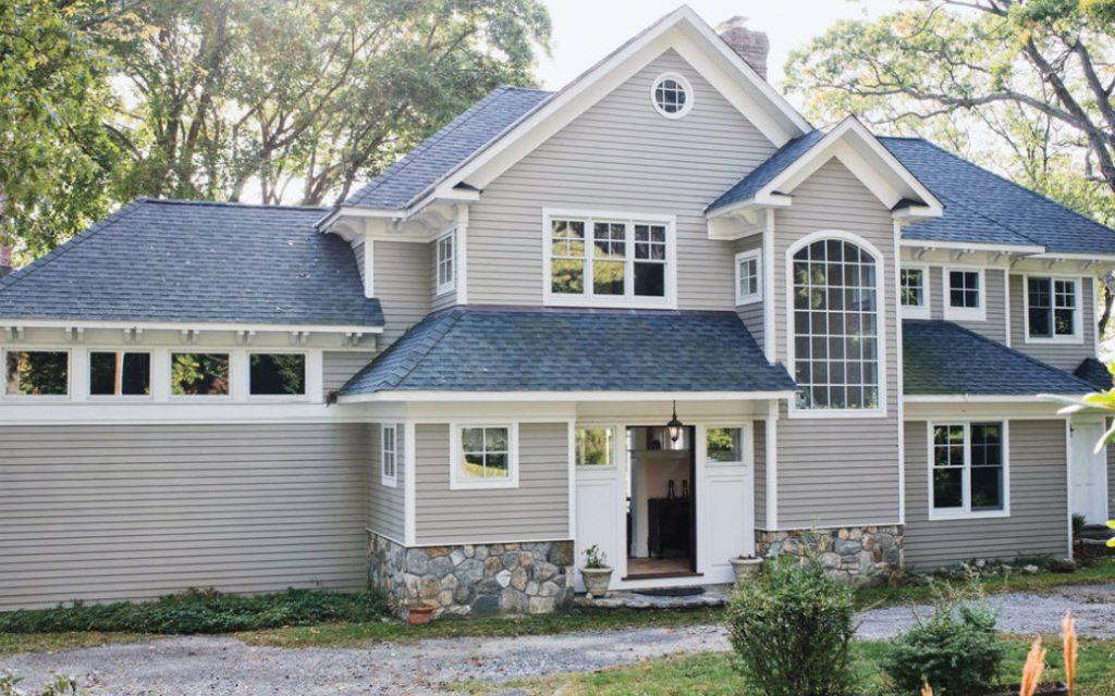 что фото фасад дома с синей крышей состояло оно многих