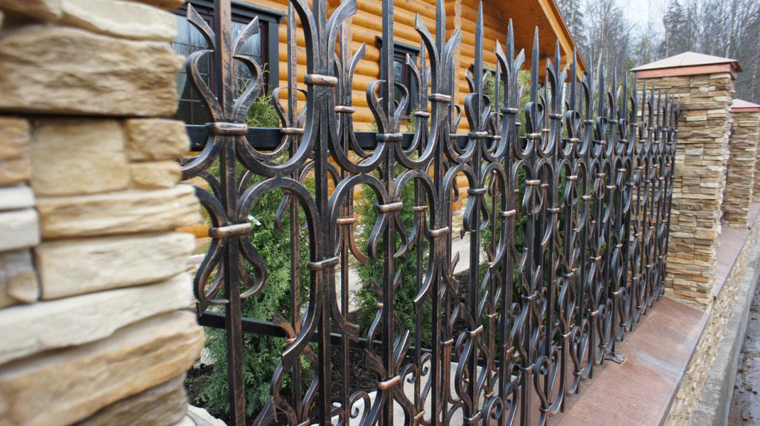 Заборы и ограждения для дома- фото идеи и виды современных заборов