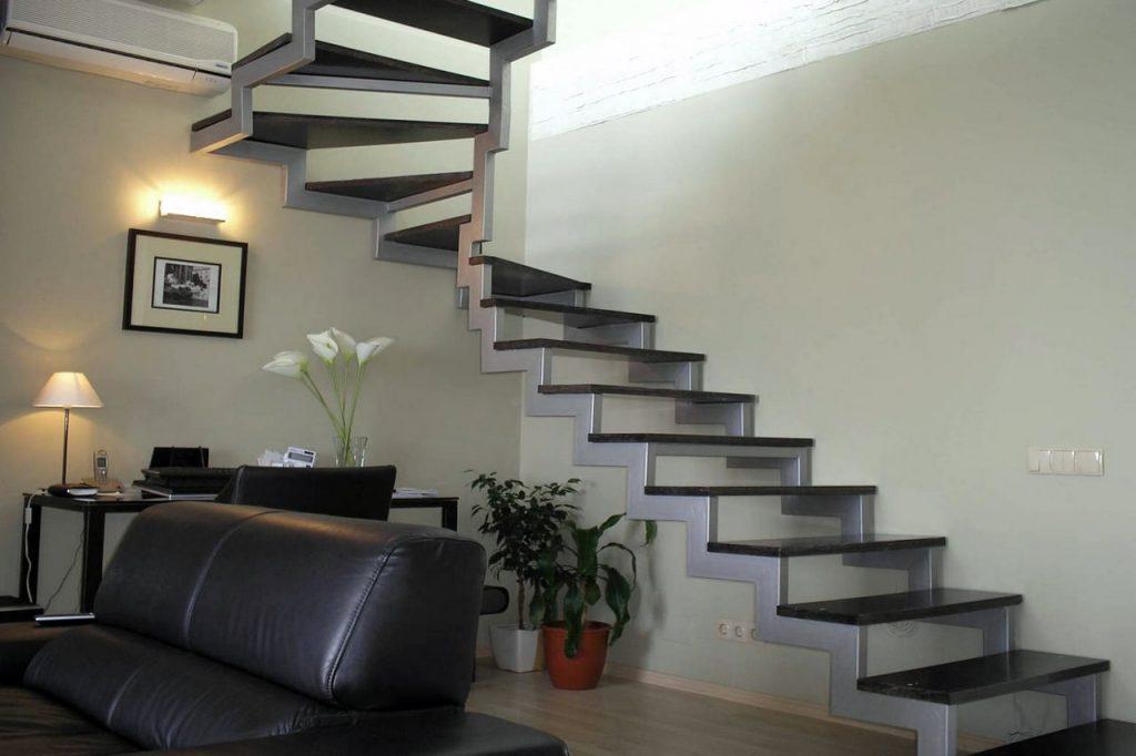 железная лестница на второй этаж фото наступлением весны ведь
