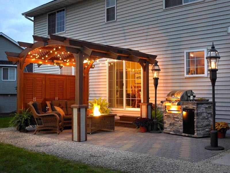 Навес-беседка возле дома: фото очаровательных пергол и прочих конструкций для декорирования здания и сада