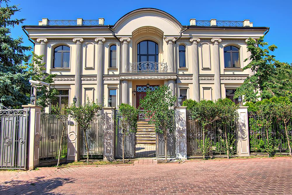 фото шикарные дома в москве готов украсить