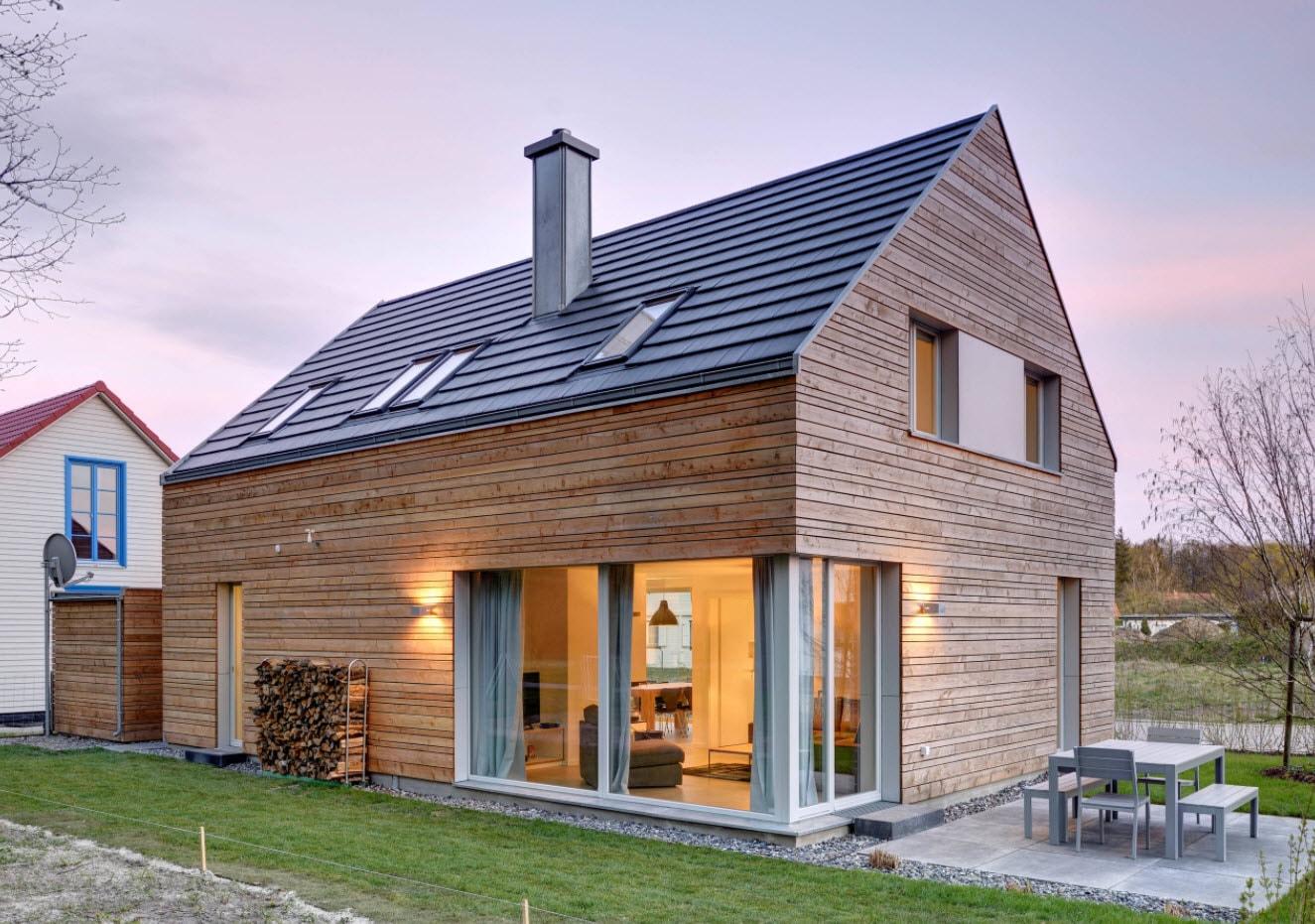 двухскатная крыша с окнами