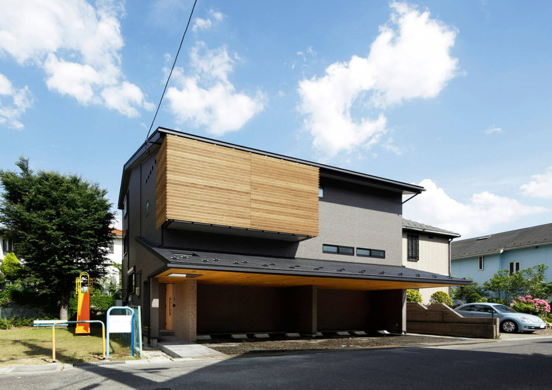 дом в два этажа с двухскатной крышей