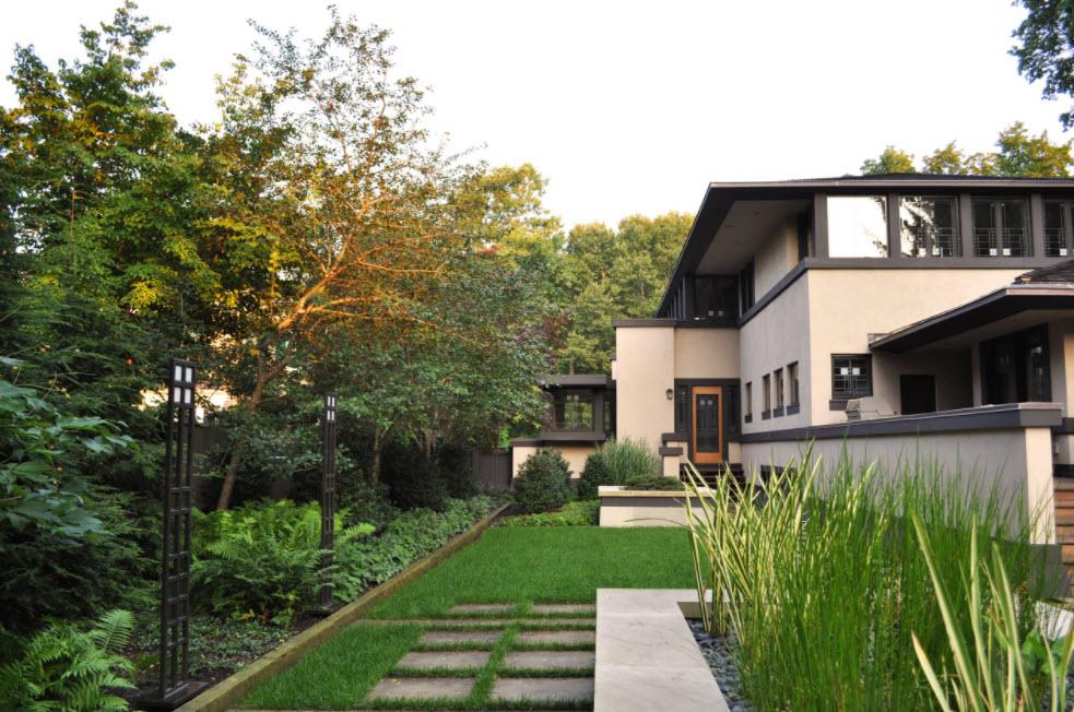 дом в светлых тонах с двухскатной крышей