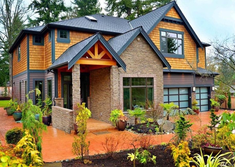 дом в ярких тонах с черной крышей