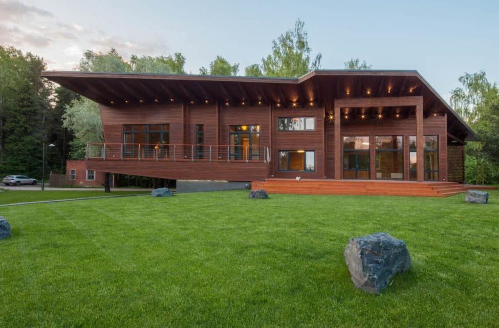 коричневый дом с точечной подсветкой