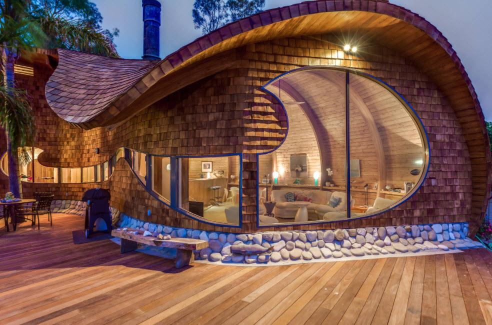 креативный дом с необычной формой крыши