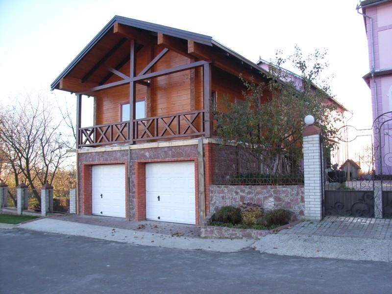 небольшой дом над гаражом