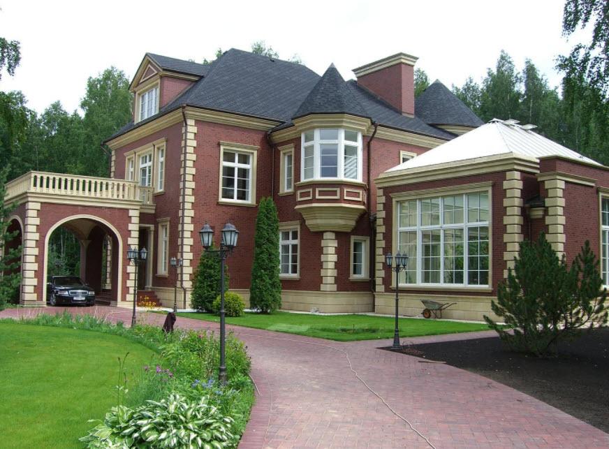 оригинальная постройка дома