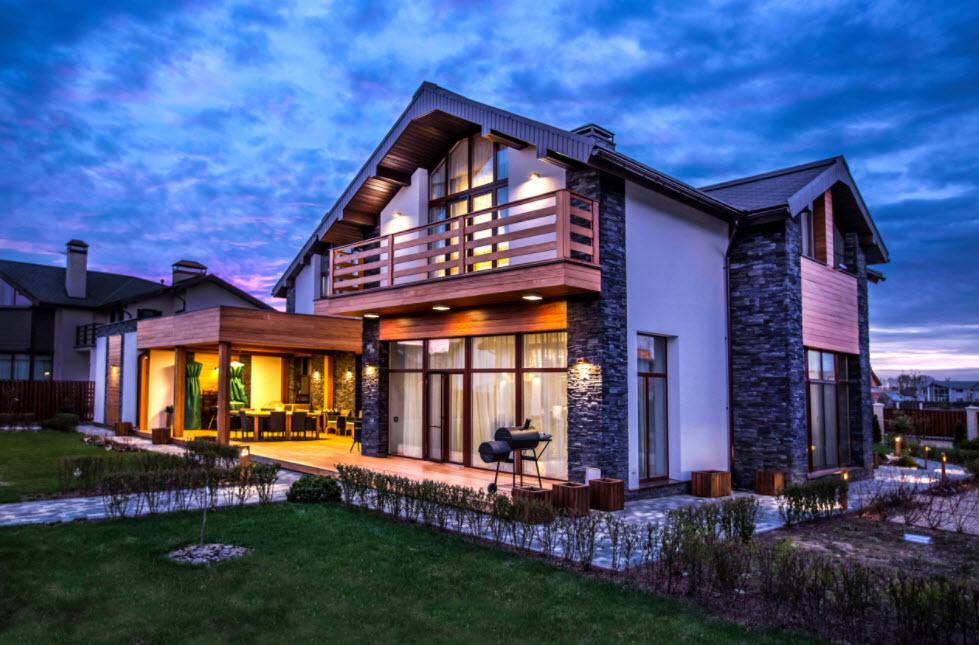 оригинальный дом с террасой
