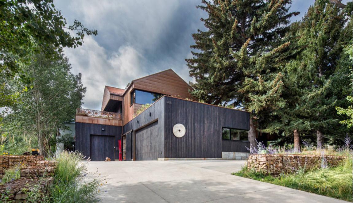 черный дом с гаражом