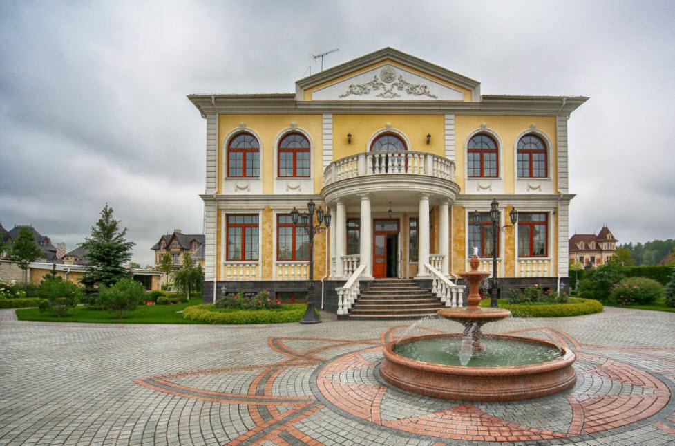 шикарный фасад большого дома