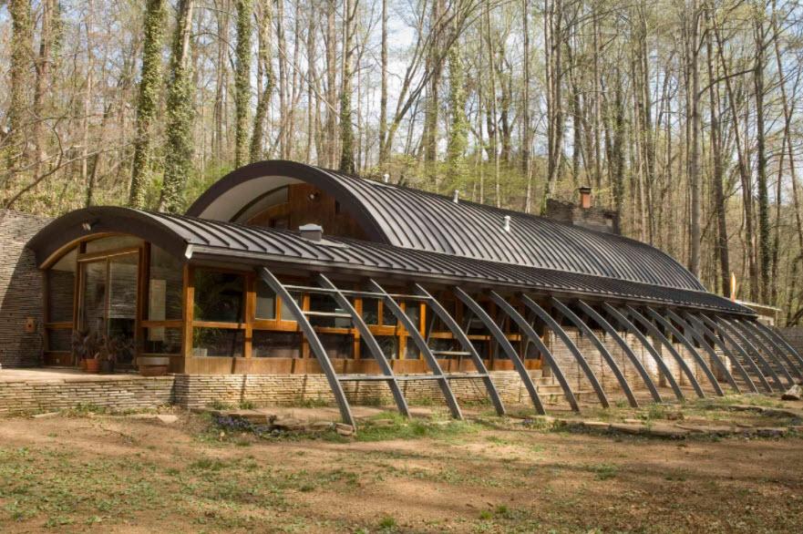 необычная форма крыши из профнастила