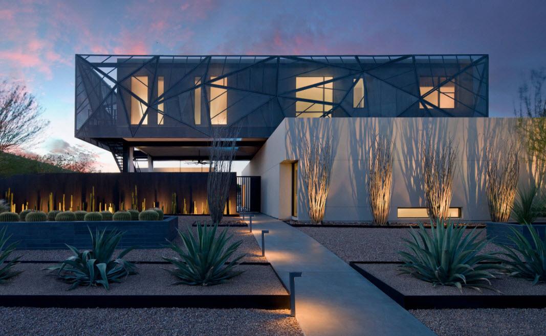 необычный дом в сочетании двух цветов
