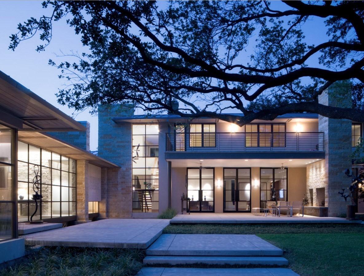 стильный дом с панелями