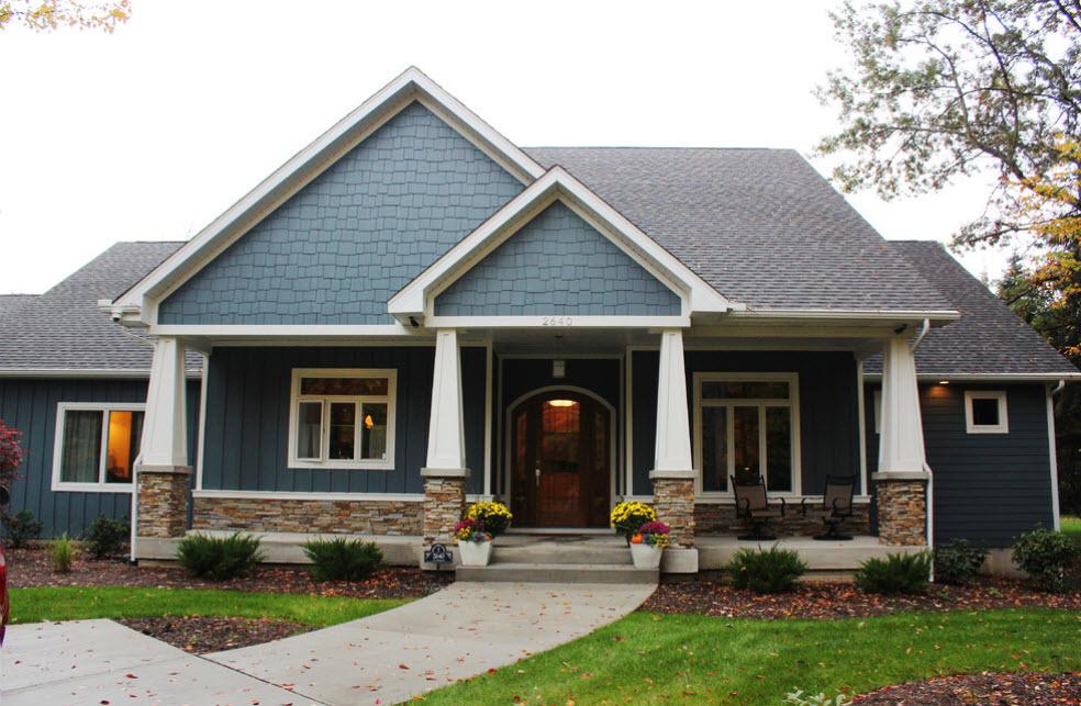 стильный фасад дома с крышей из мягкой черепицы