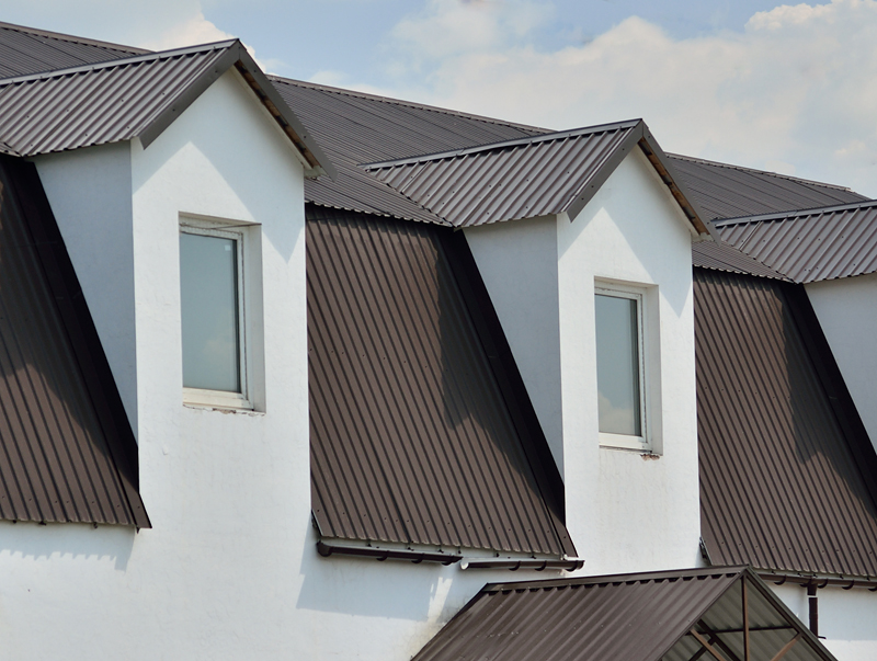 темно-коричневая крыша из профнастила