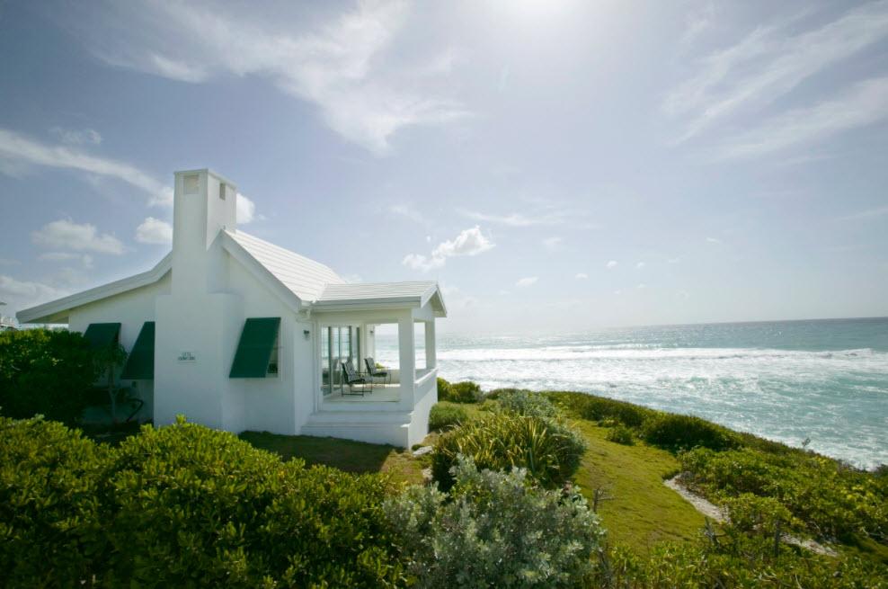 домик у моря с террасой