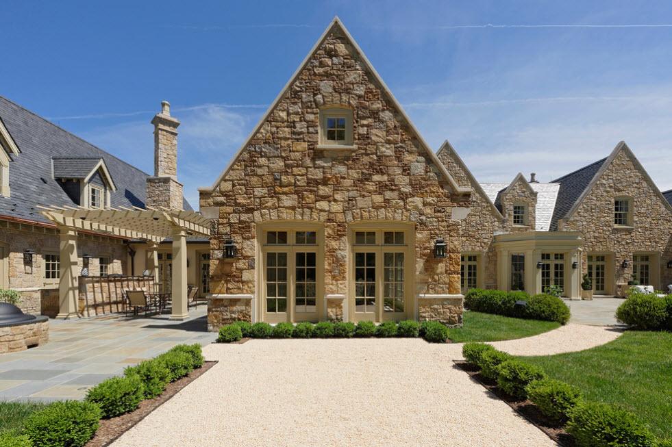 дом из натурального камня с террасой