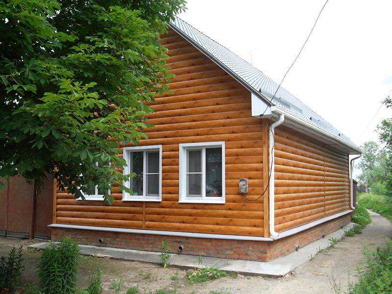 маленький домик с сайдингом под бревно