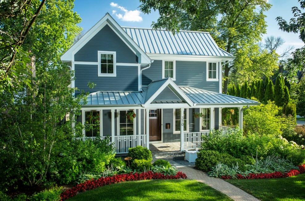дачный домик с крышей светло-синего цвета