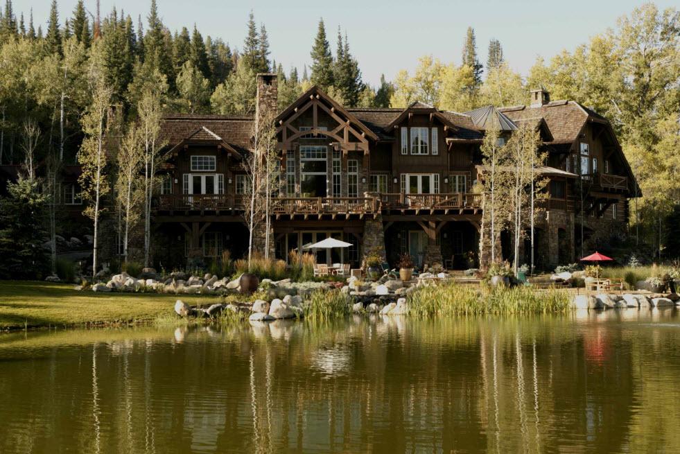 большой дом у озера