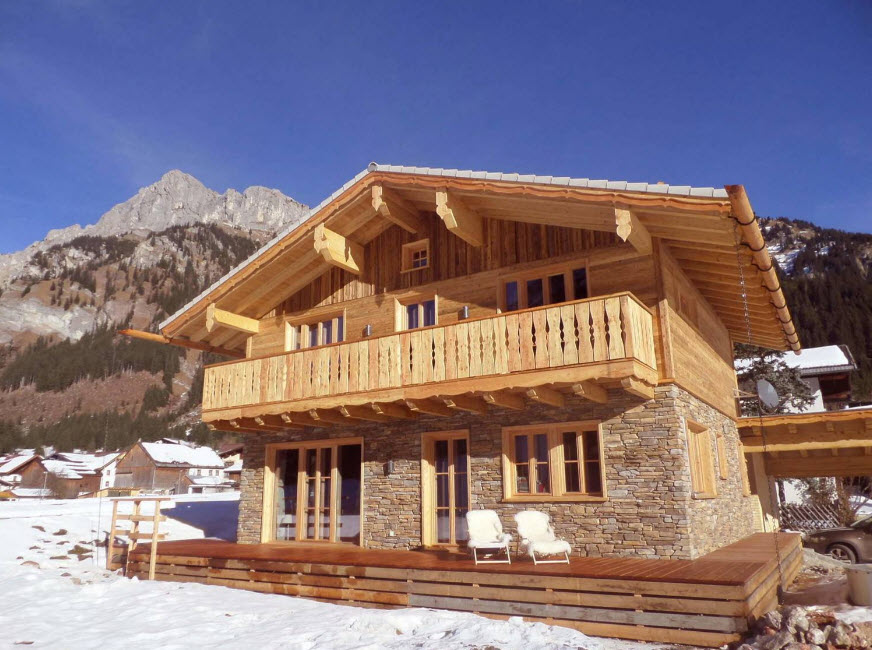 горный дом с балконом