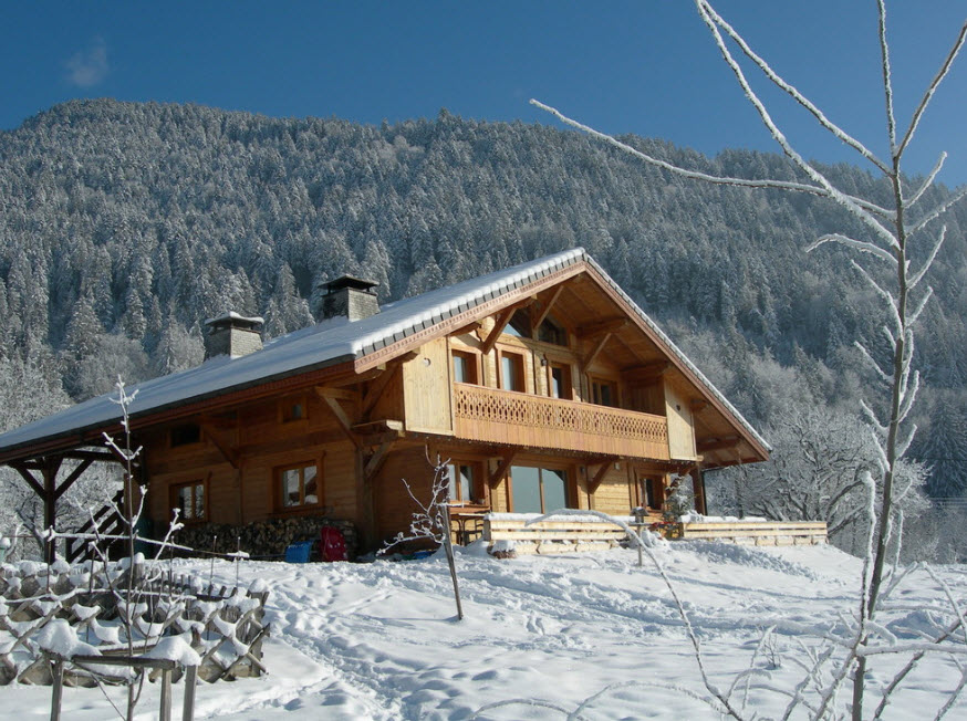 дом из дерева в горах