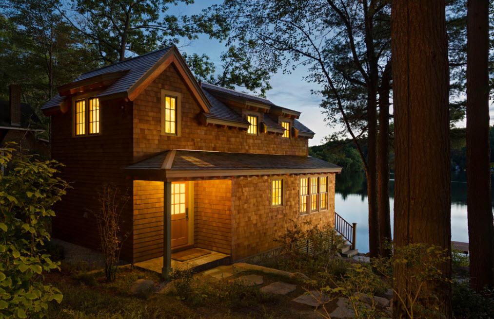 небольшой домик у озера