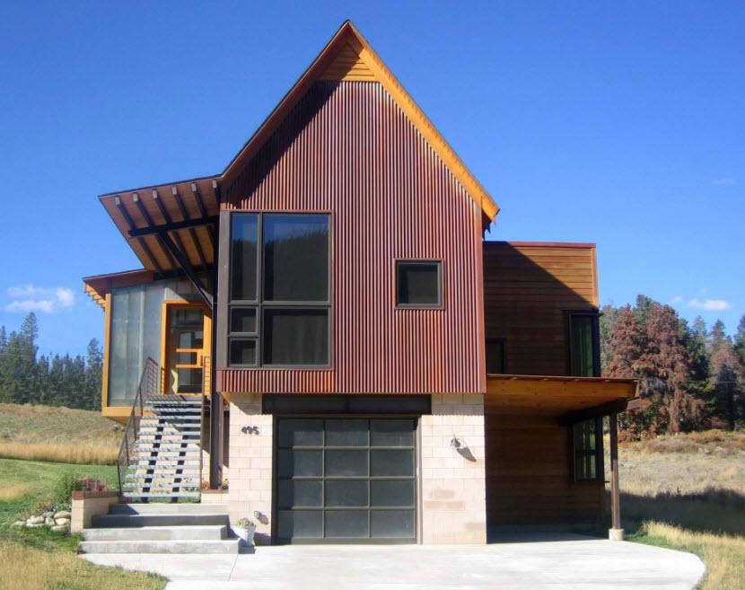 необычный двухэтажный домик