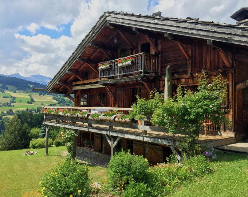 необычный дом на природе
