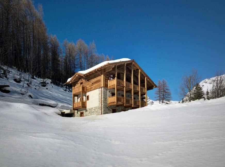 фасад дома в горах