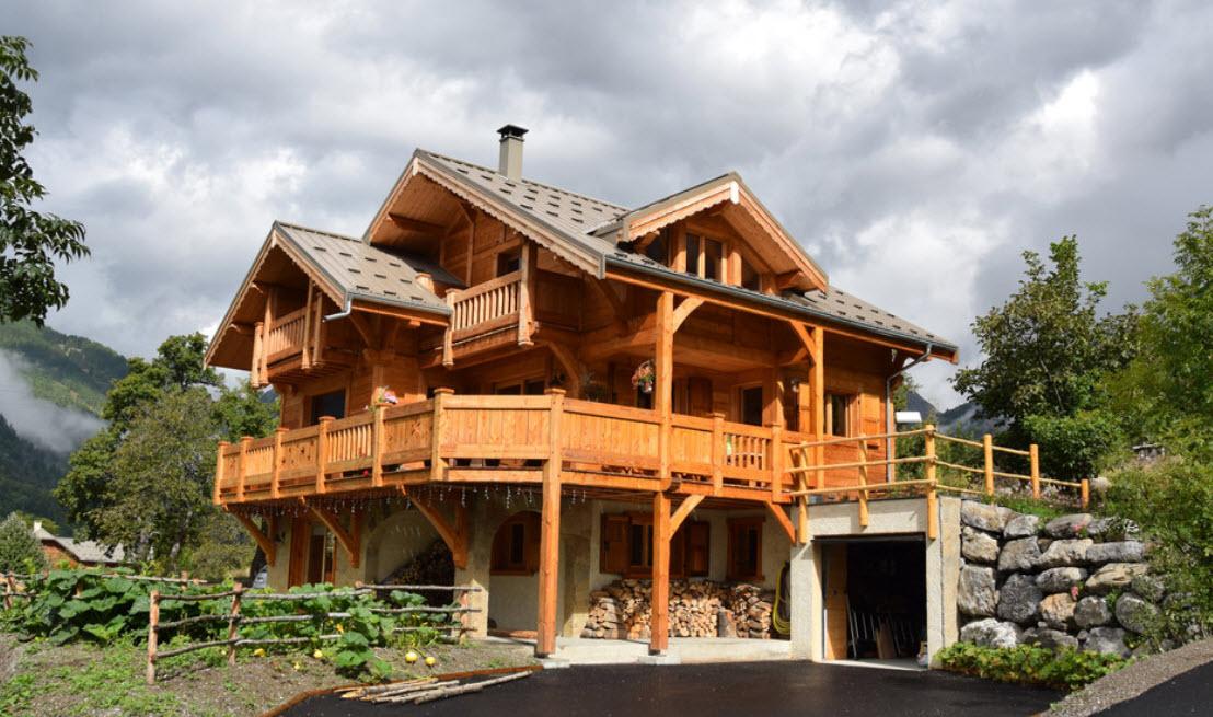 фасад дома шале из дерева