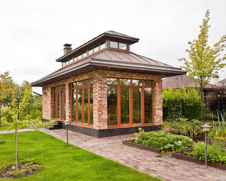 Теплая беседка с мангалом: особенности и варианты садовой постройки для зимнего отдыха