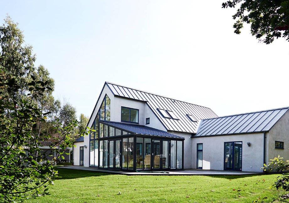 Каркасная веранда, пристроенная к дому: этапы строительства и фото готовых работ