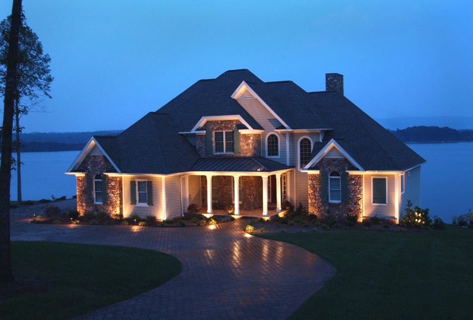 Освещение частного дома снаружи
